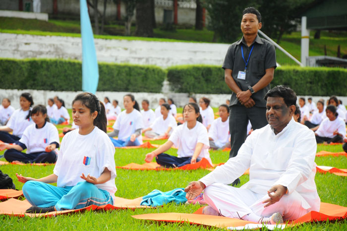 The Hon'ble Governor at Garrison Ground on International Yoga Day